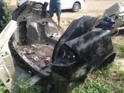 Задняя часть автомобиля. Lexus RX330