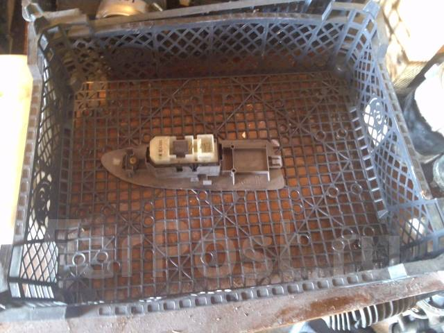 Кнопка стеклоподъемника. Toyota Voxy