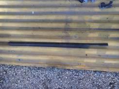 Уплотнительная резинка на стекло двери, левая передняя