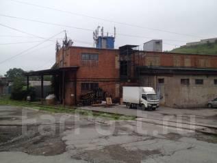 Собственник сдает отапливаемый склад. 490 кв.м., улица Деревенская 14, р-н Снеговая. Дом снаружи