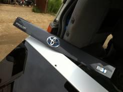 Накладка на дверь багажника. Toyota Prius, ZVW30
