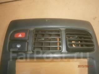 Кнопка включения аварийной сигнализации. Nissan Cube, AZ10, ANZ10, Z10