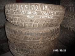 Kumho I'Zen KW22. Зимние, шипованные, износ: 30%, 4 шт