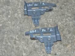 Крепление автомагнитолы. Honda Fit, GD1 Двигатель L13A