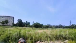 Продается участок в городе. 923 кв.м., собственность, электричество, вода, от агентства недвижимости (посредник). Фото участка
