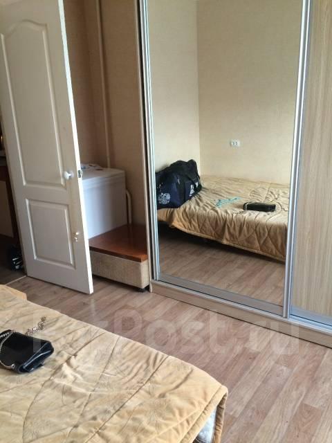 Гостинка, улица Надибаидзе 34. Чуркин, частное лицо, 17 кв.м. Вид из окна днем