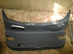 Обшивка крышки багажника. Mazda