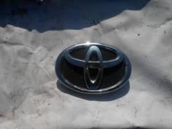 Эмблема на передний бампер на Toyota Camry 40