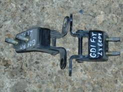 Крепление боковой двери. Honda Fit, GD1 Двигатель L13A