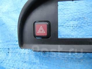 Кнопка включения аварийной сигнализации. Toyota Corolla, AE95