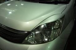 Накладка на фару. Toyota Isis