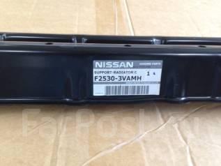 Крышка рамки радиатора. Nissan Note, E12