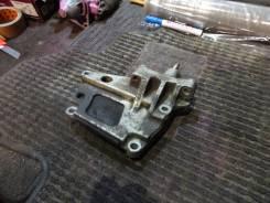 Кронштейн опоры двигателя. Nissan Serena, TC24 Двигатель QR20DE