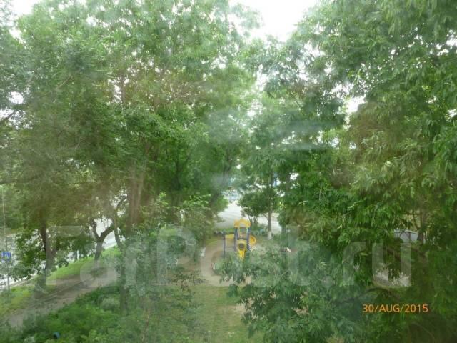 3-комнатная, улица Верхнепортовая 78. Эгершельд, частное лицо, 56кв.м. Вид из окна днем