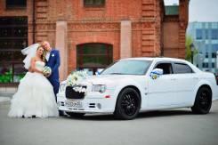 Chrysler 300C белоснежного цвета для торжественных мероприятий