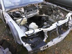 Передняя часть автомобиля. Mercedes-Benz E-Class, W124