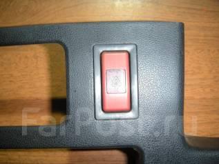 Кнопка включения аварийной сигнализации. Toyota Carina, AT175