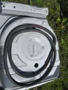 Уплотнитель двери багажника. Toyota Mark II Wagon Qualis, SXV20