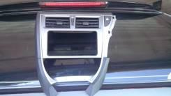 Консоль панели приборов. Toyota Ractis, NCP120 Двигатель 1NZFE