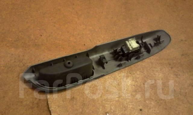 Кнопка стеклоподъемника. Nissan Serena, PNC24