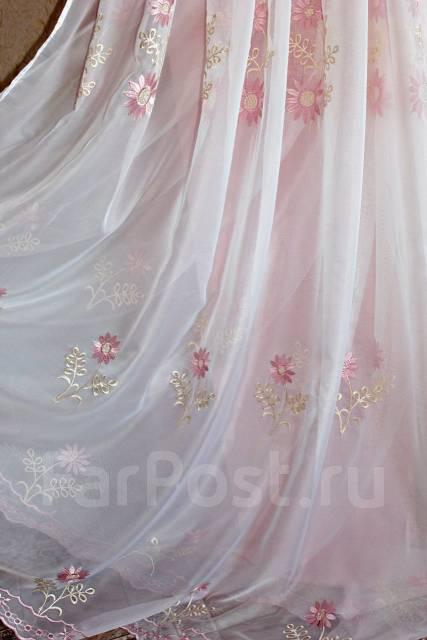 Тюль с розовой вышивкой