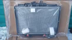 Радиатор охлаждения двигателя. Mitsubishi Delica, P25W Двигатель 4D56