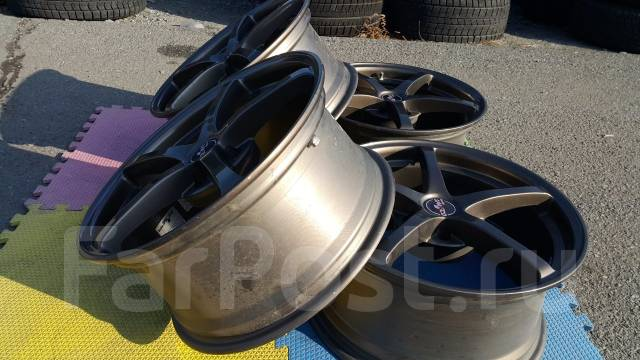 Sparco. 8.0/8.0x17, 5x114.30, ET30/42, ЦО 70,0мм.