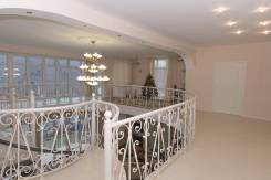 Продается загородный дом заветной мечты р-н Черной речки. Улица Яблоневая 139, р-н Океанская, площадь дома 700 кв.м., скважина, электричество 20 кВт...
