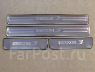Накладка на порог. Mazda Mazda3, BL Двигатели: MZRL5VE, MZRLF17, MZRZ6, MZRCDBLA2Y, MZRCDR2AA, MZRDISILF17, MZRDISILF5H, Y650, Y655