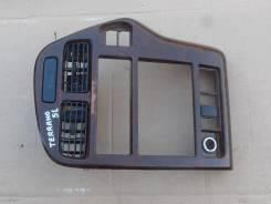 Панель салона. Nissan Terrano