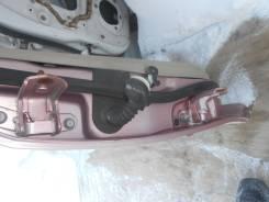 Крепление боковой двери. Mazda Demio, DY3W Двигатель ZJVE