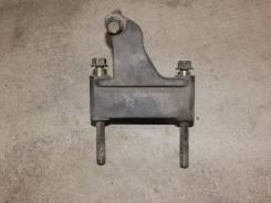 Кронштейн опоры двигателя. Subaru