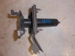 Кронштейн усилителя переднего бампера правый Cadillac CTS 2002-2008