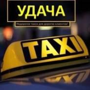 Водитель такси. Водитель в такси удача. 000 удача. По городу и краю