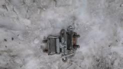 Крепление боковой двери. Toyota Wish, ZNE10, ZNE10G Двигатель 1ZZFE