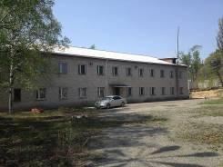 Продажа здания 1854 м2: адм. здание 825 м2, склады,. Улица Садовая 22, р-н Партизанск, 1 854,0кв.м. Дом снаружи