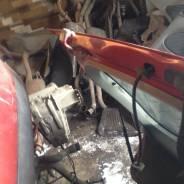 Крепление крышки багажника. Ford Focus