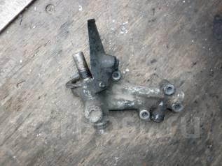 Крепление масляного фильтра. Nissan Avenir, W10 Двигатели: SR18DE, SR18DI