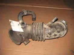 Патрубок воздухозаборника. Nissan Presage, U30