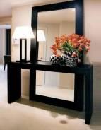 Зеркала в деревянном обрамлении, трюмо, этажерки