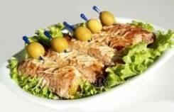 Рулетики мясные с ананасом (1 шт.) (Праздничное меню)