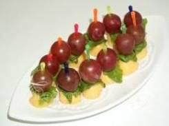 Канапе из сыра и винограда (12 шт.) (Праздничное меню)