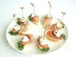 """Канапе с сыром """"Моцарелла"""" и соленой рыбой (8 шт.) (Праздничное меню)"""