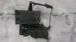 Крепление аккумулятора. Toyota Vitz, KSP90, NCP91, NCP95, SCP90