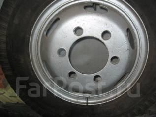 Продам грузовую шину. x18