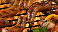 Колбасы и мясные деликатесы.