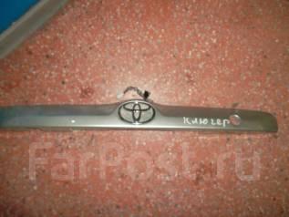 Накладка на дверь багажника. Toyota Highlander, MCU20, ACU20, MCU23, ACU25, MCU28, MCU25 Toyota Kluger V, MCU20, ACU20, ACU25, MCU25 Toyota Kluger, MC...