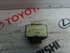 Блок управления топливным насосом. Mitsubishi Pajero Двигатель 6G72