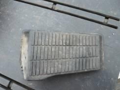 Подставка под ногу. Toyota Prius, NHW20