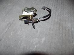Крепление крышки багажника. Toyota Camry, SV40